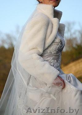Прокат шубок из искусственного меха к свадебным платьям: белые, кремовые разнообразных моделей