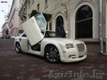 Прока,  Аренда,  Свадебный кортеж Крайслер 300 C цвет черный и белый.