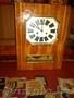 Часы настенные,  с маятником и боем,  работают