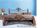 Кровать двухспальная металл-дерево.